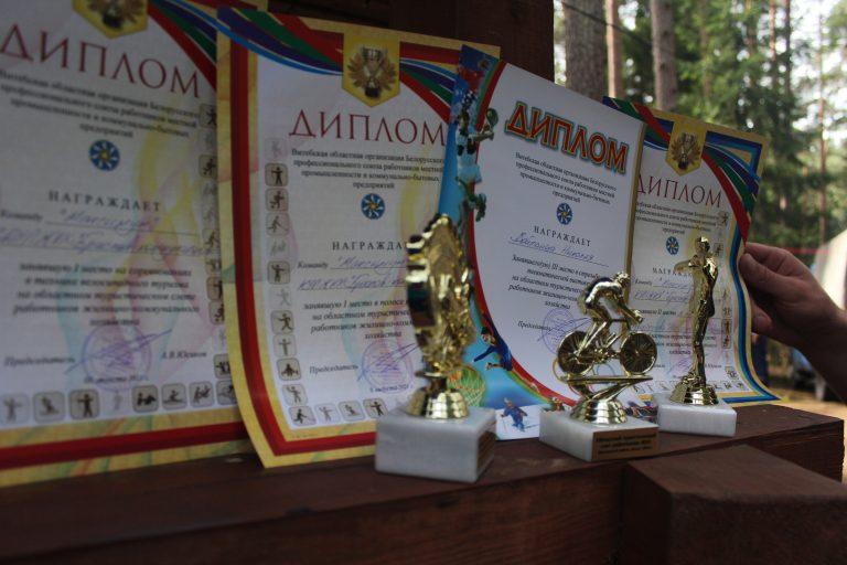 1 место - полоса препятствий! а так же наша команда взяла третье место в соревновании по стрельбе и второе в творческом конкурсе!